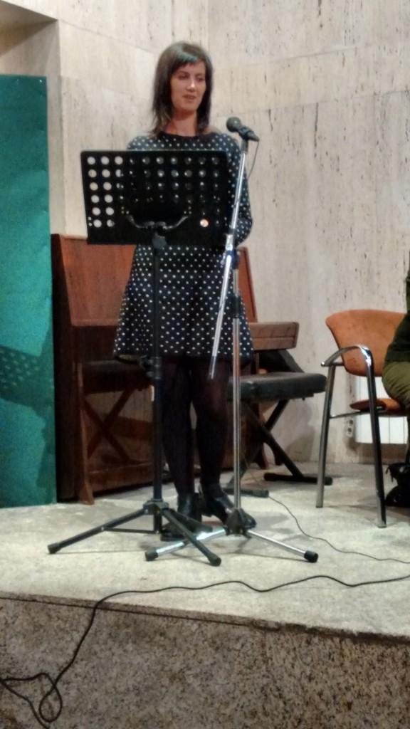 La última en intervenir fue, por parte de la Junta de Extremadura, la secretaria de cultura, Dª Miriam García Cabezas, que lamentó que la crisis económica hubiera reducido e incluso acabado con las ayudas de la Junta a instituciones Culturales como el Ateneo, pero aún así estaba en el ánimo de buscar fórmulas de colaboración que ayudaran al Ateneo.