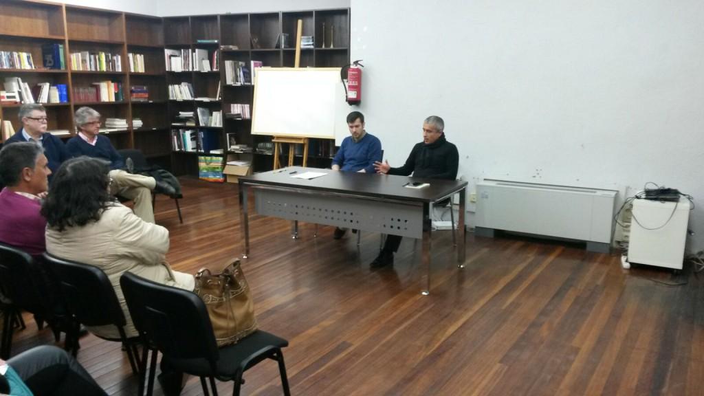 Javier Pozo es presentado por Antonio Salido durante la primera clase de Filosofía del tercer cuatrimestre